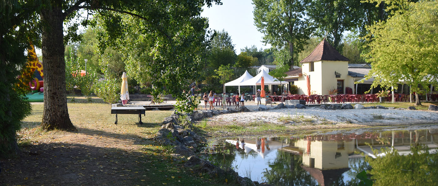 Camping au bord d'un étang de pêche en Dordogne Périgord - Brantôme 24