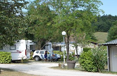Location de mobil homes, chalets, emplacements de camping près de Brantôme au bord d'un étang de pêche